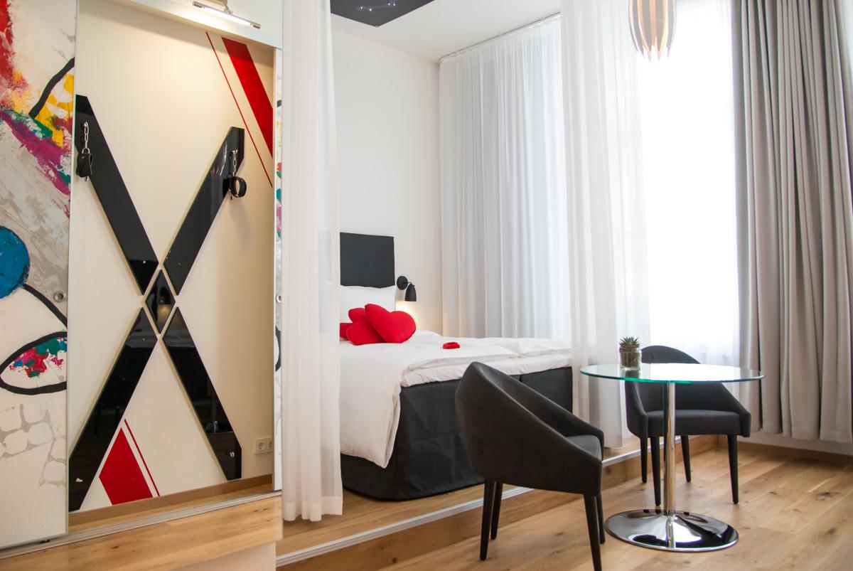 """Fesselnde Erotik: In Flensburgs Hotel """"Alte Post"""" gibt es das erste ORION-Zimmer"""